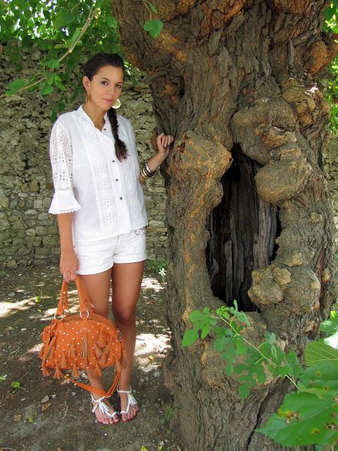 outfit con Ricami e nappine (2)