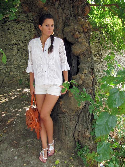 outfit con Ricami e nappine (3)