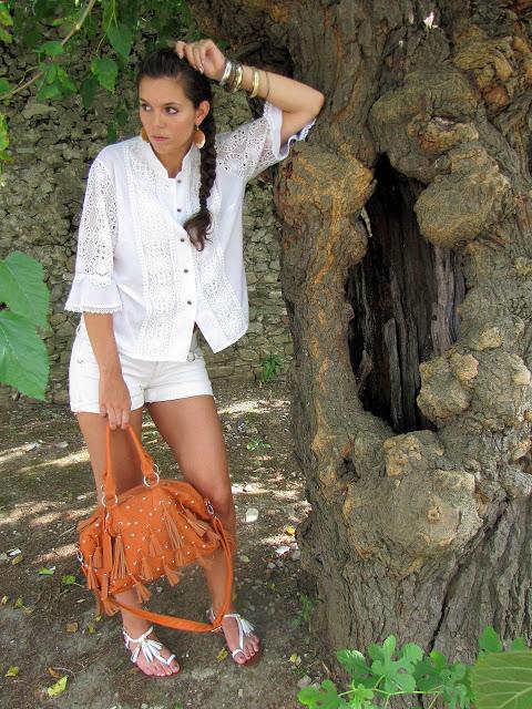 outfit con Ricami e nappine (8)