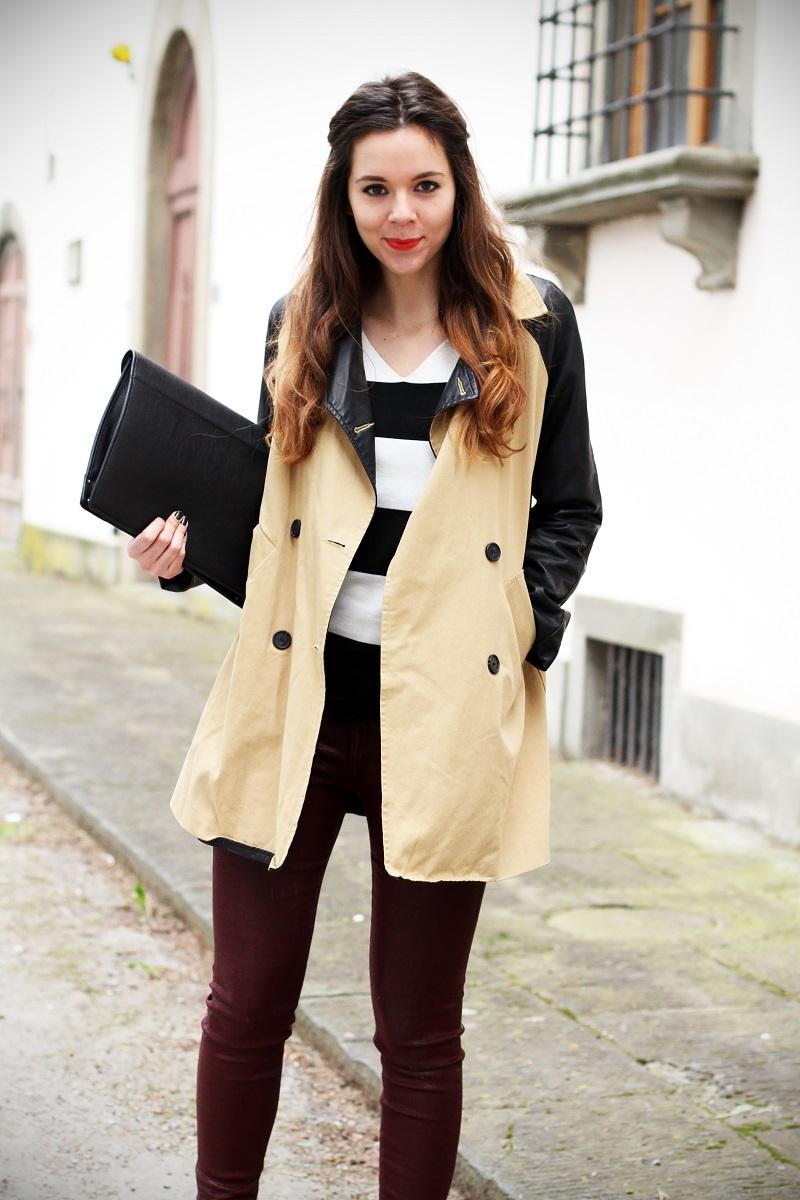 righe bianche nere maglione trench maniche pelle pantaloni rossi dr martens fashion blogger italia