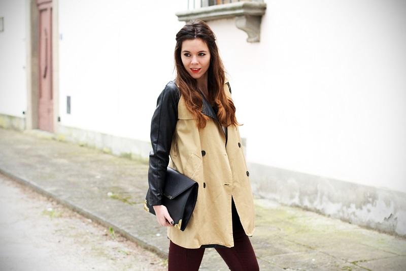 righe bianche nere maglione trench maniche pelle pantaloni rossi dr martens fashion blogger italia 1