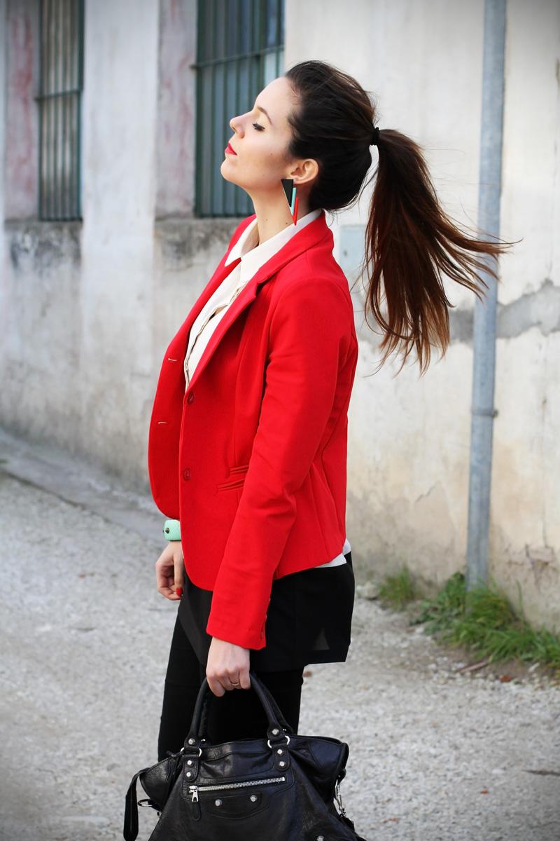 leggings push up | leggings push up calzedonia | giacca rossa | camicia bianca | coda alta | acconciatura capelli lunghi | colore capelli | shatush | orecchin geometrici | irene colzi | irene's closet | irene colzi | fashion blgo | fashion blogger | outfit | look 3