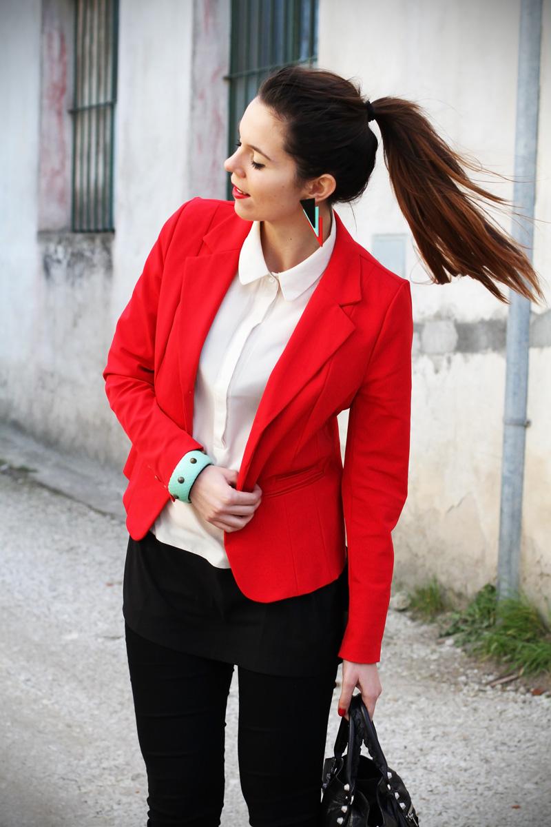 leggings push up | leggings push up calzedonia | giacca rossa | camicia bianca | coda alta | acconciatura capelli lunghi | colore capelli | shatush | orecchin geometrici | irene colzi | irene's closet | irene colzi | fashion blgo | fashion blogger | outfit | look