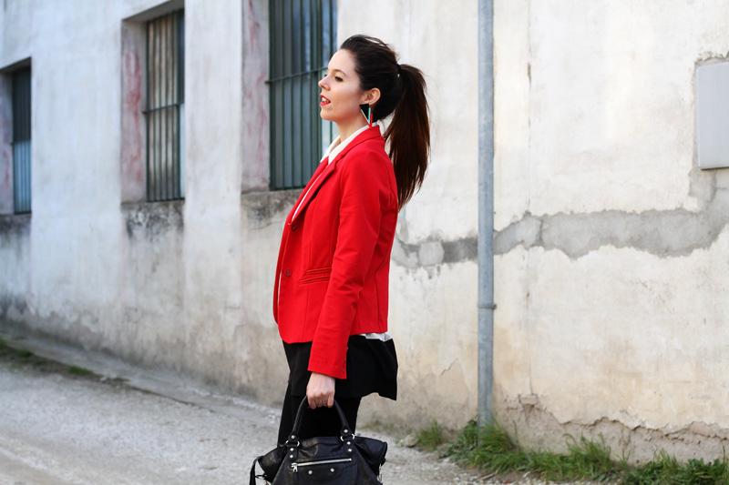 leggings push up | leggings push up calzedonia | giacca rossa | camicia bianca | coda alta | acconciatura capelli lunghi | colore capelli | shatush | orecchin geometrici | irene colzi | irene's closet | irene colzi | fashion blgo | fashion blogger | outfit | look 1