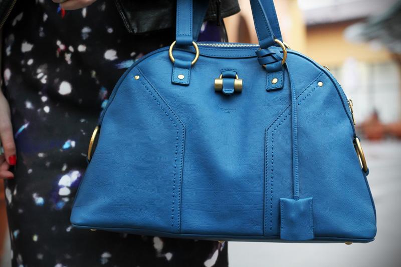 dettaglio borsa YSL yves saint lautent Muse celeste vestito fantasia universo fashion blogger italia irene colzi irene closet