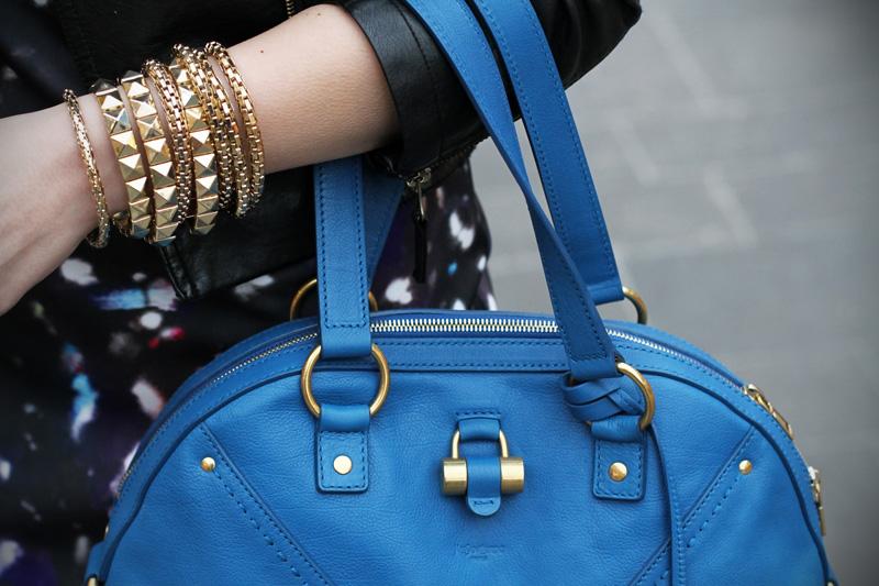 gioielli oro dettaglio borsa YSL yves saint lautent Muse celeste vestito fantasia universo fashion blogger italia irene colzi irene closet