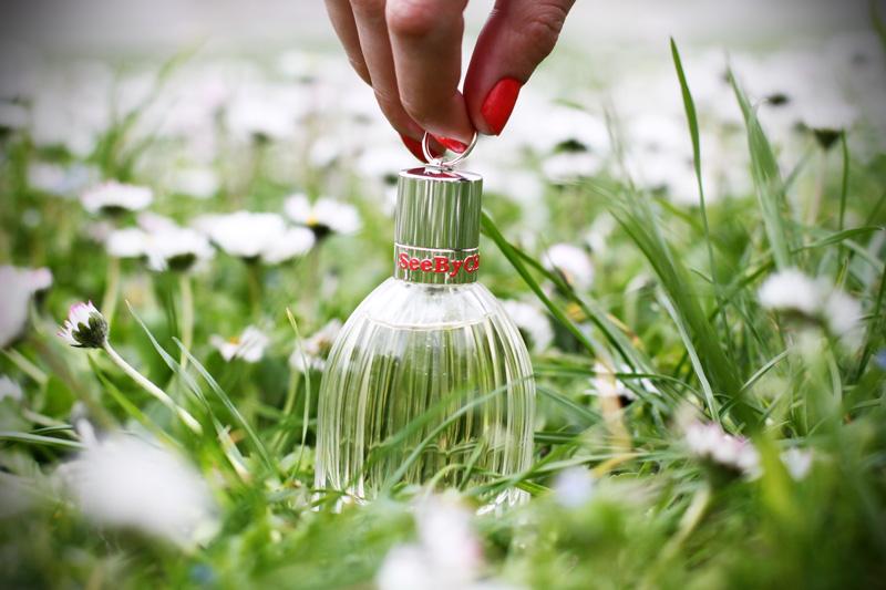 see by chloe profumo parfum campagna pubblicitaria margherite obbligo o verità (5)