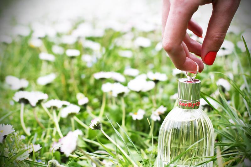 see by chloe profumo parfum campagna pubblicitaria margherite obbligo o verità (7)