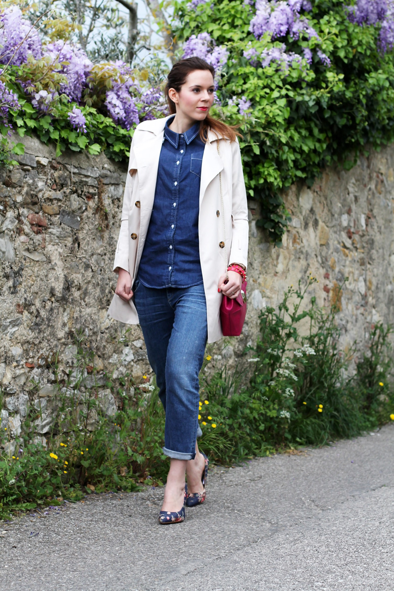 trench | jeans boyfriend | glicine | decollete denim | decollete jeans | decollete stampa floreale | camicia jeans | outfit | look | fashion blogger 1