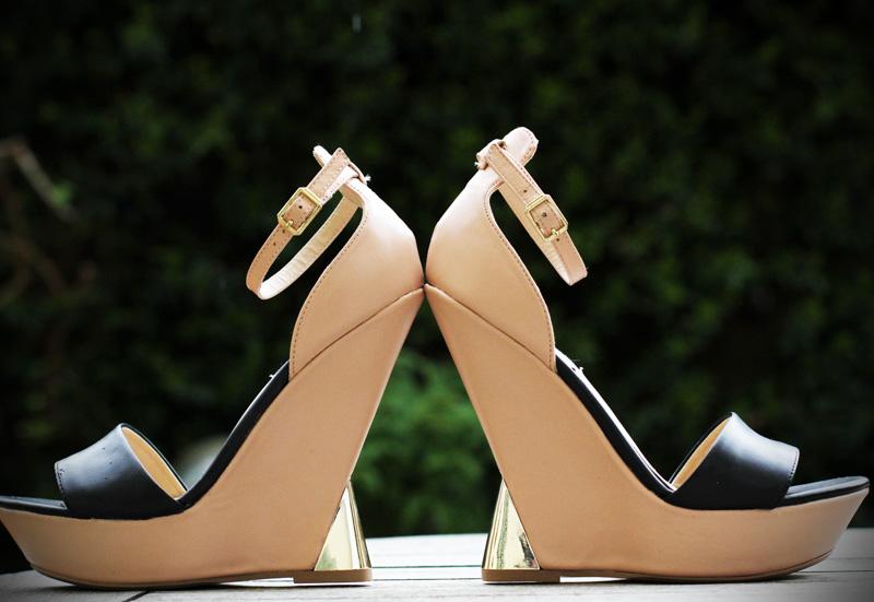 steve madden | zeppa | zeppa steve madden | sandali neri | sandali color carne | sandali nude | sandali con zeppa rientrata | zeppa rientrata | zeppa scultura 1