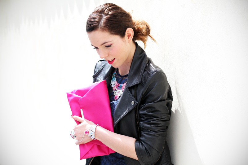 casual chic | outfit | look | streetstyle | look casual | outfit casual | giacca pelle | pochette rosa | capelli raccolti | acconciatura raccolta 2