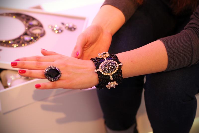 anello nero | anello pietra preziosa | bracciale swarovski | swarovski autunno inverno 2013 2014 | basilea world | basilea | zurigo | fashion blogger | evento fashion blogger (26)