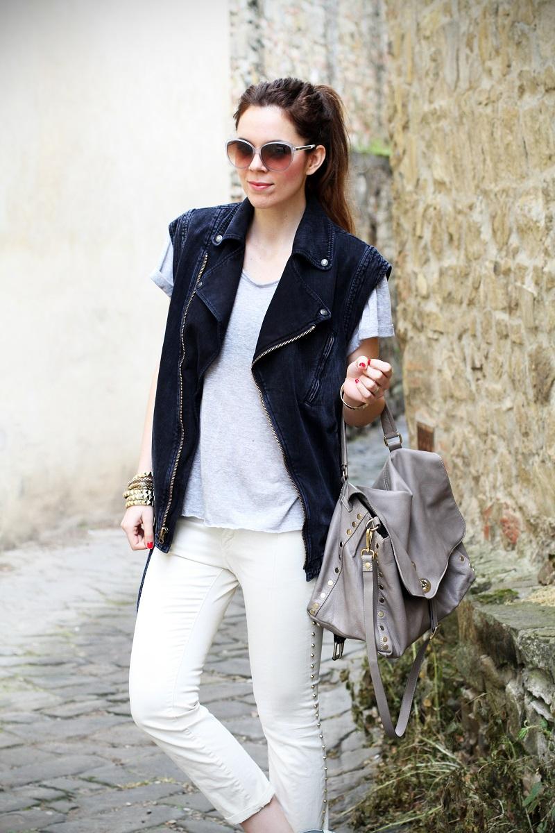 off duty | gilet di jeans | denim gilet | maglia a maniche corte | pantaloni con borchie | occhiali da sole Gucci | Gucci | la postina Zanellato  1