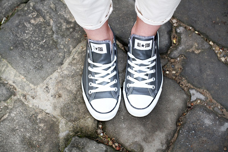 converse grigie | pantaloni capri | converse