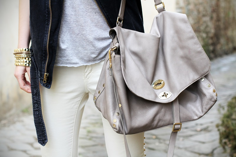 fashion detail | casual | outfit | look | la postina | zanellato | la postina zanellato | borsa grigia