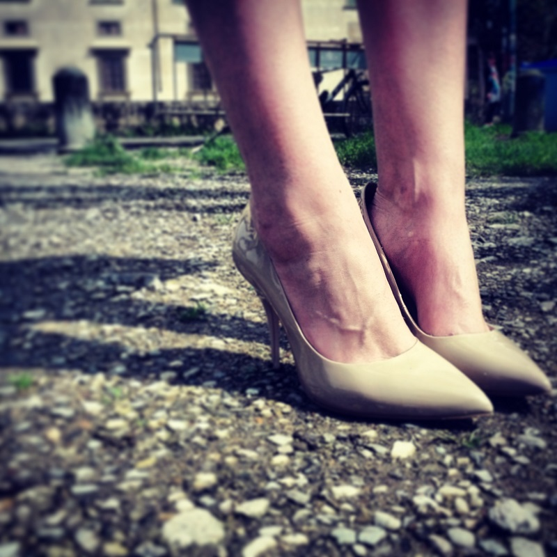 decollete nude piedi