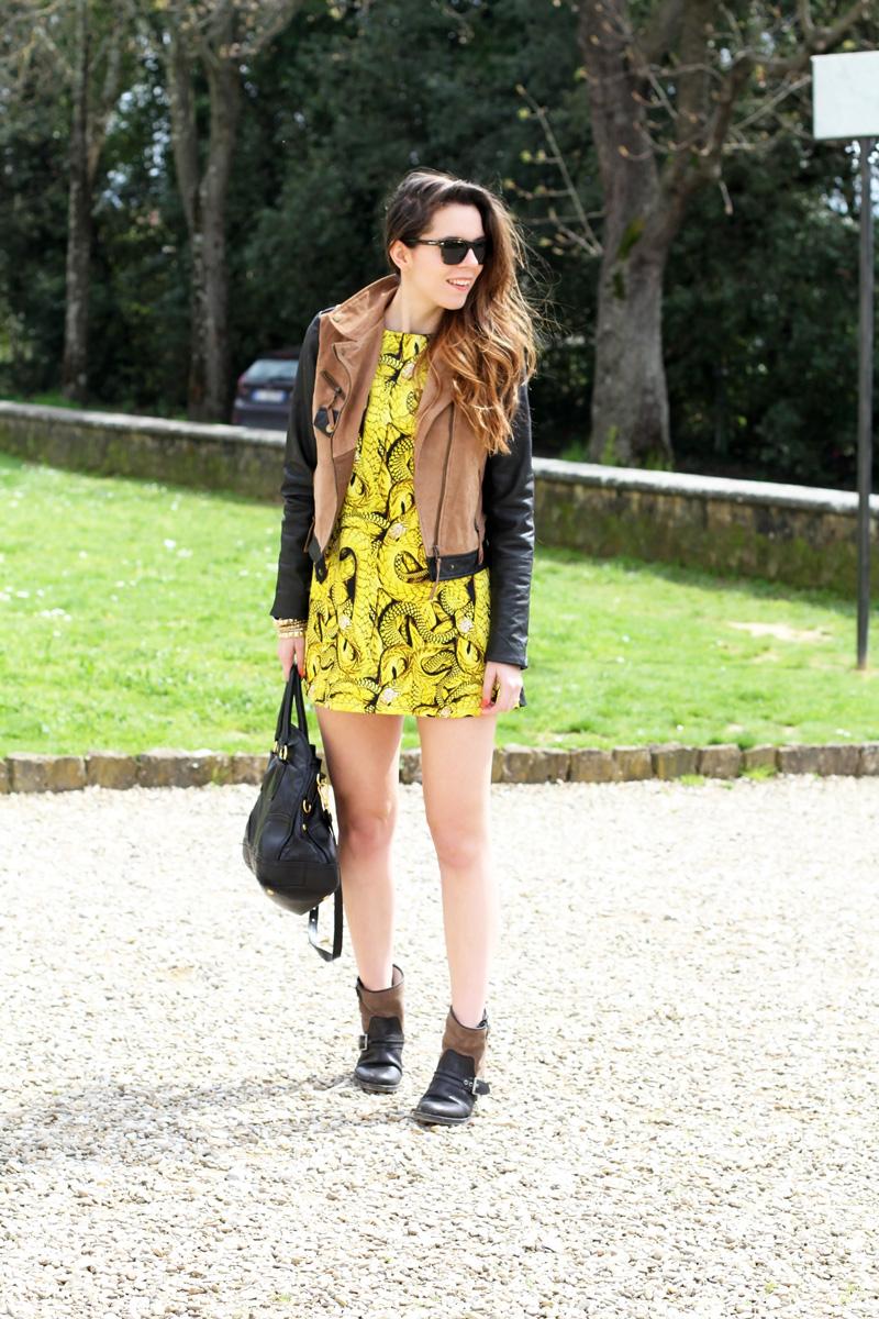giacca camoscio maniche pelle vestito giallo stampa serpenti occhiali spektre borsa prada outfit fashion blogger italia irene colzi roma milano firenze (1)