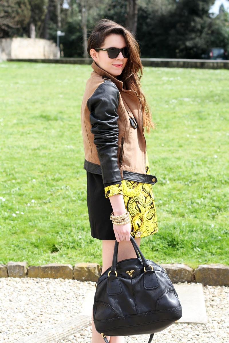 giacca camoscio | maniche pelle | vestito giallo |occhiali da sole spektre | borsa prada | outfit | fashion blogger | irene colzi |