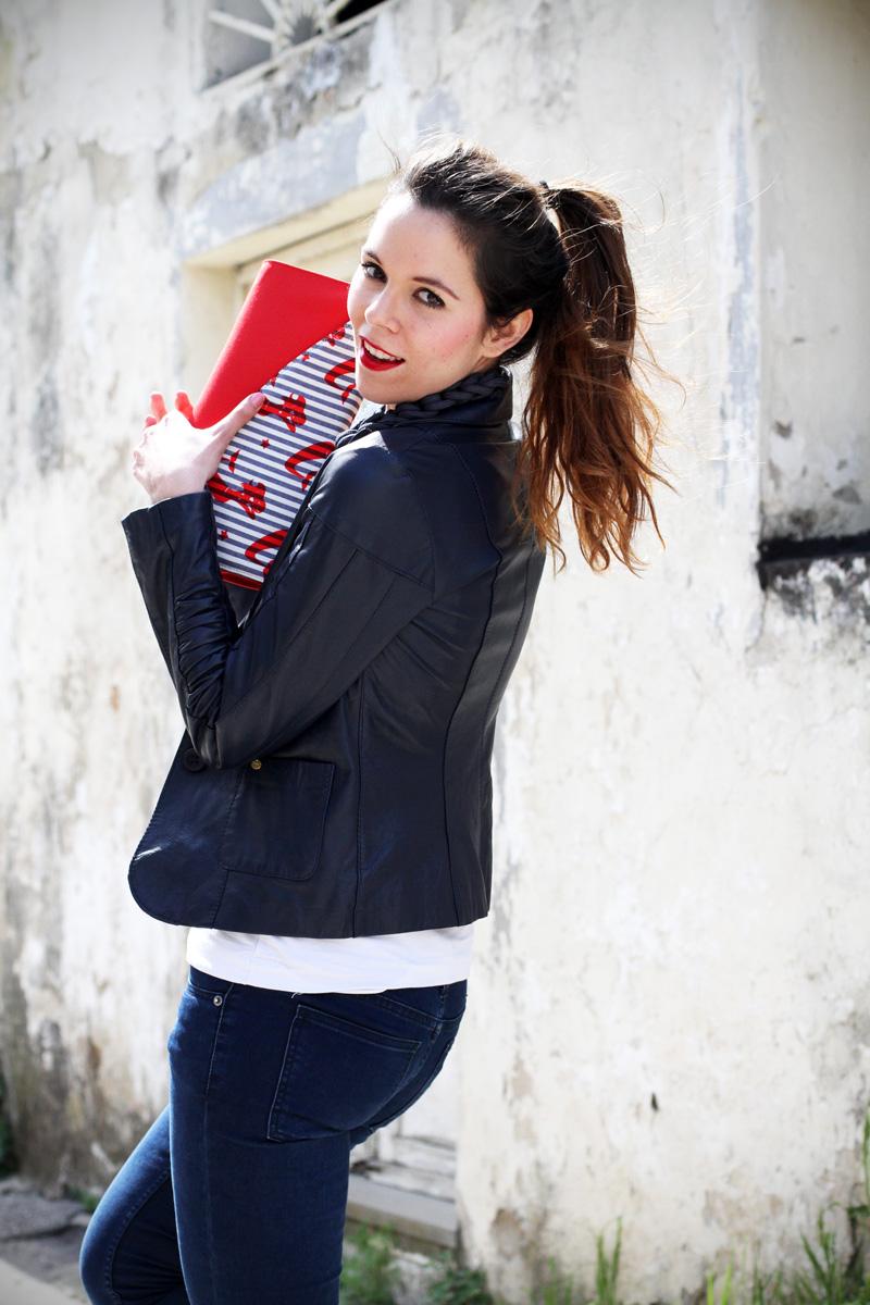 stile marinaro | fashion blogger | outfit | streetstyle | look | giacca pelle | chiodo pelle | collana corda | marinaretto | righe | borsa righe | pochette (3)