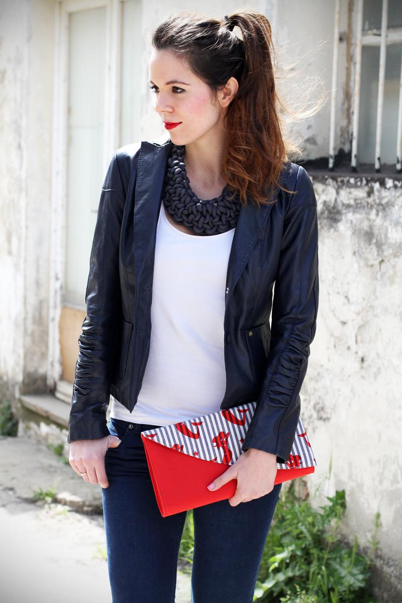 stile marinaro | fashion blogger | outfit | streetstyle | look | giacca pelle | chiodo pelle | collana corda | marinaretto | righe | borsa righe | pochette (2)
