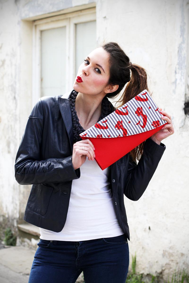 stile marinaro | fashion blogger | outfit | streetstyle | look | giacca pelle | chiodo pelle | collana corda | marinaretto | righe | borsa righe | pochette (4)