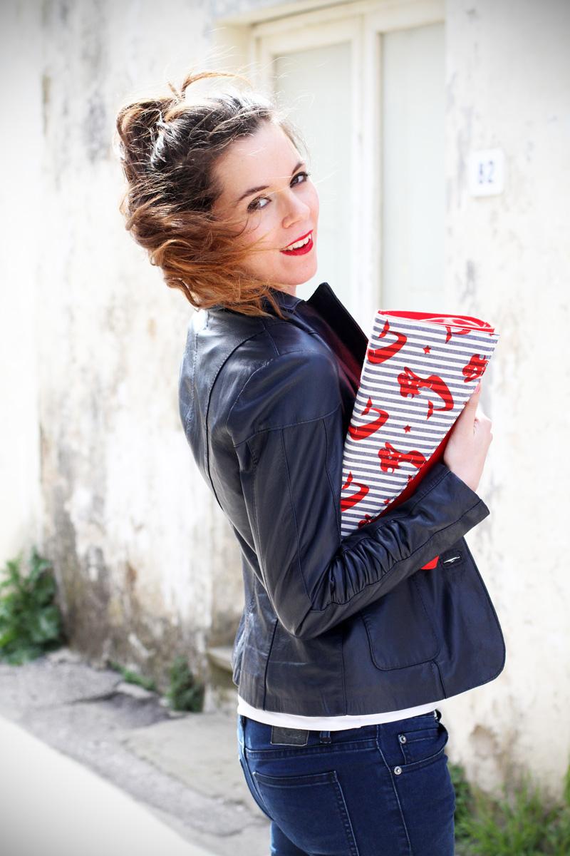 stile marinaro | fashion blogger | outfit | streetstyle | look | giacca pelle | chiodo pelle | collana corda | marinaretto | righe | borsa righe | pochette (5)