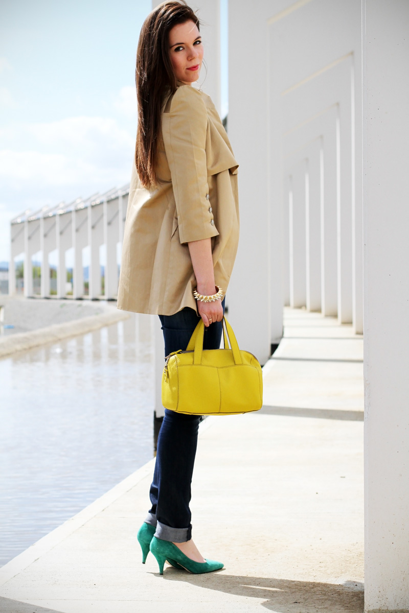 outfit | fashion blogger | fluo | borsa fluo | trench | maglia stampata | collana colorata | fashion blogger italia | look | fashion (2)