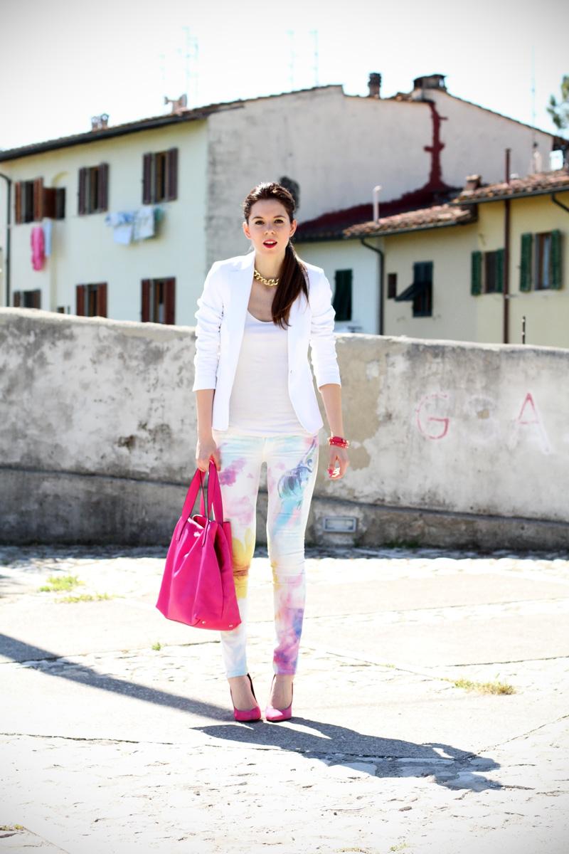 pantaloni pastello | giacca bianca | borsa fucsia | decollete fucsia | scarpe fucsia | scarpe rosa | fashion blog | fashion blogger | salsa jeans