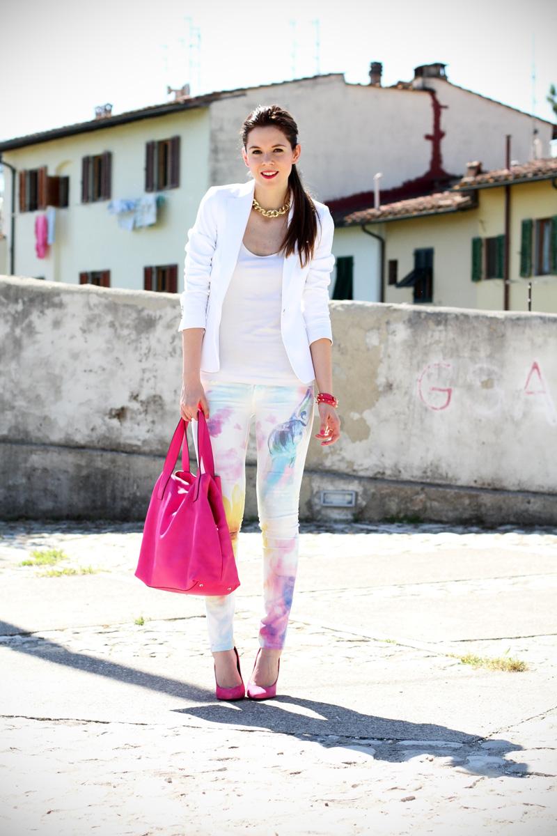 pantaloni pastello | giacca bianca | borsa fucsia | decollete fucsia | scarpe fucsia | scarpe rosa | fashion blog | fashion blogger | salsa jeans 6
