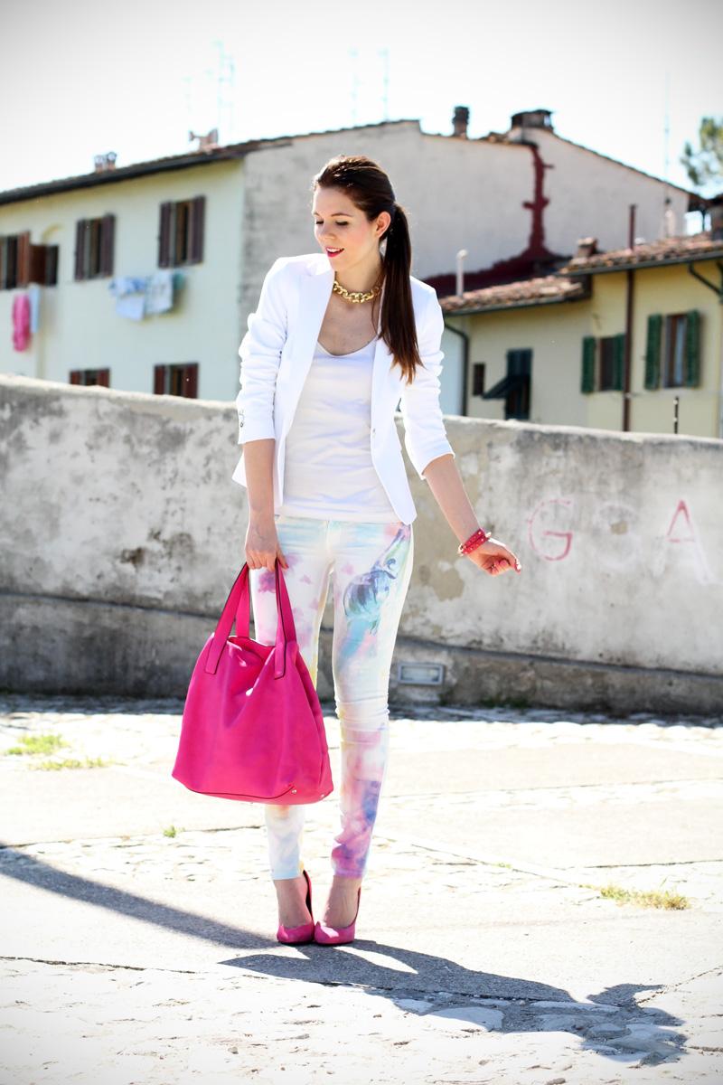 pantaloni pastello | giacca bianca | borsa fucsia | decollete fucsia | scarpe fucsia | scarpe rosa | fashion blog | fashion blogger | salsa jeans 3