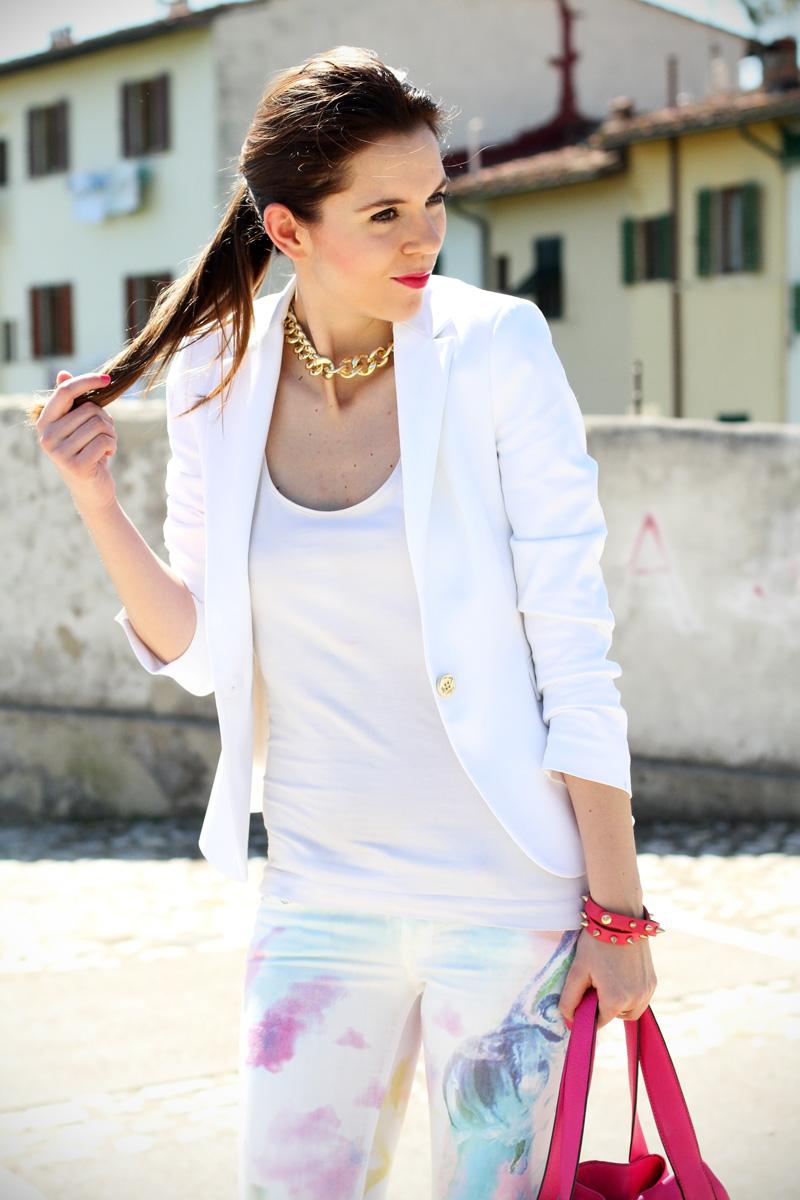 pantaloni pastello | giacca bianca | borsa fucsia | decollete fucsia | scarpe fucsia | scarpe rosa | fashion blog | fashion blogger | salsa jeans 2