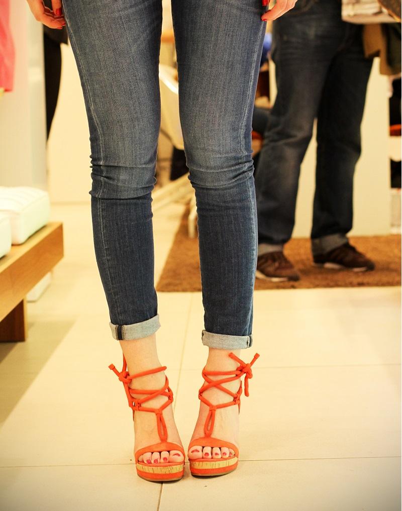 scarpe con lacci | scarpe | scarpe geox | negozio milano | milano | shopping milano | zeppe arancioni | decollete | zeppe | scarpe con il tacco | ossessione scarpe