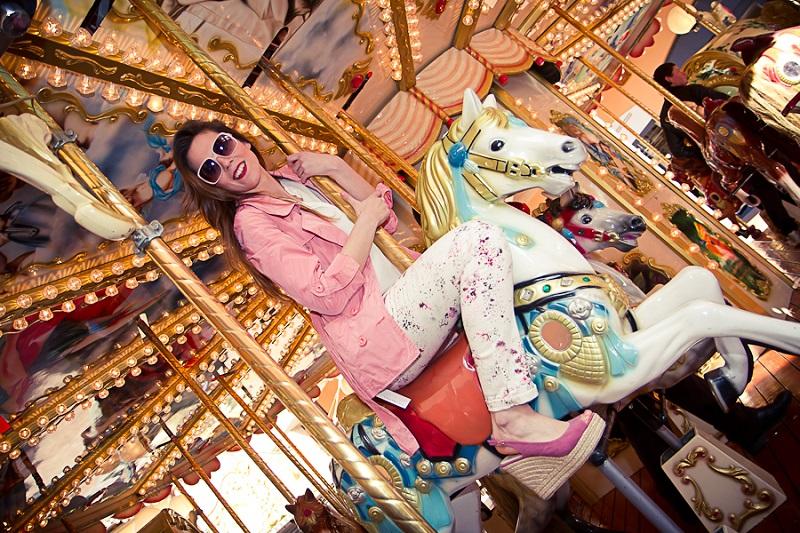 giostra cavalli | giostra per bambini | trench | colori pastello | outfit | look | stile | moda | primavera estate 2013 | fashion report | irene colzi | irene closet | fashion blogger italia