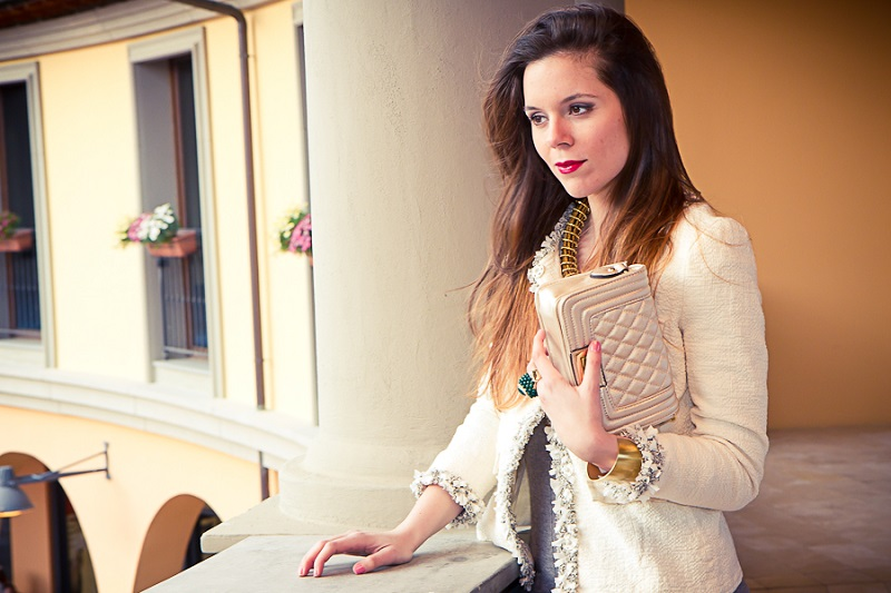 giacca bianca | collana oro | borsa chanel | anello verde | primavera estate 2013 | moda | valdichiana outlet | fashion report | irene colzi | irene closet | fashion blogger italia