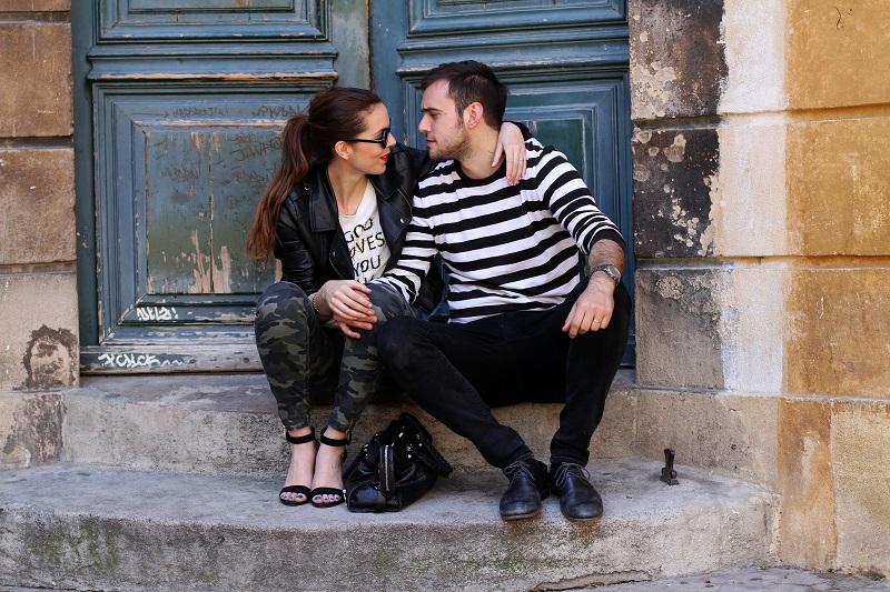 io e te | moda | fashion | outfit | look | giacca di pelle | chiodo di pelle | pantaloni militari | sandali zara | scarpe zara | balenciaga | borsa balenciaga | occhiali da sole rotondi | rossetto rosso | barbara boner 2