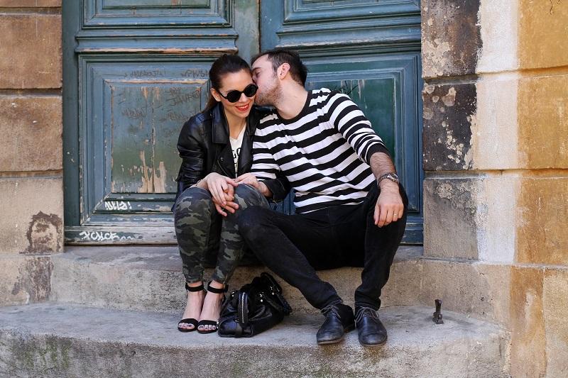 io e te | moda | fashion | outfit | look | giacca di pelle | chiodo di pelle | pantaloni militari | sandali zara | scarpe zara | balenciaga | borsa balenciaga | occhiali da sole rotondi | rossetto rosso | barbara boner 3