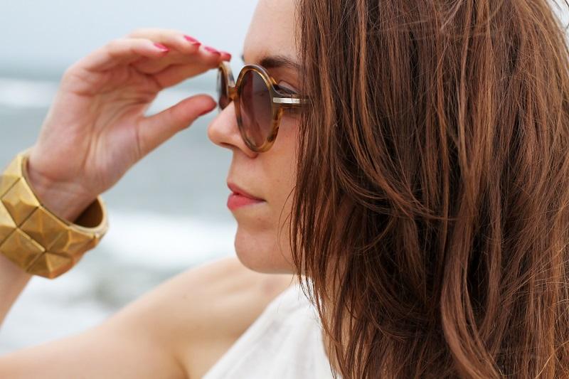 fashion details | dettagli fashion | bracciali borchie | occhiali da sole | outfit | look | forte dei marmi | mare | spiaggia (6)