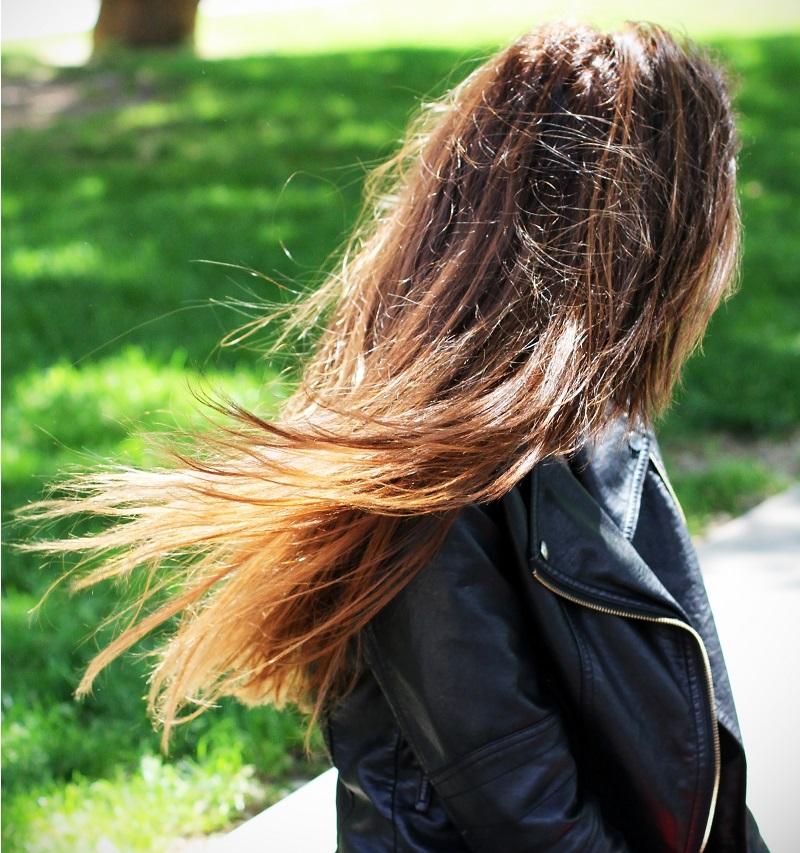 capelli | capelli sani | capelli castani | capelli vento | capelli donna | capelli lunghi | shatush | illumina color
