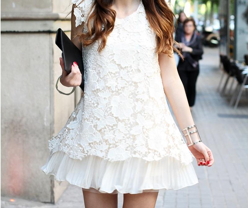 look | look romantico | vestito pizzo bianco | pizzo | vestito pizzo | outfit | outfit romantico | vestito bianco | idee looks | idee outfit | come vestirsi per una sfilata 3