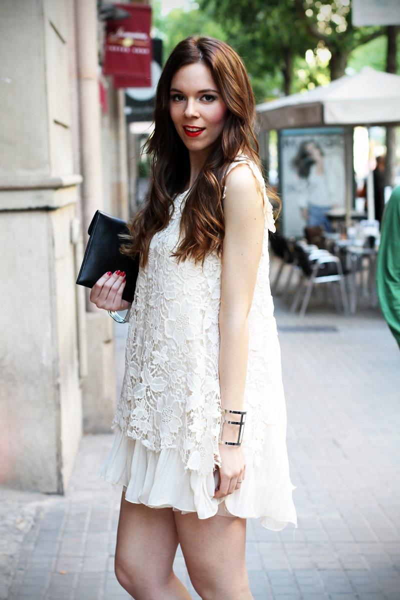 look | look romantico | vestito pizzo bianco | pizzo | vestito pizzo | outfit | outfit romantico | vestito bianco | idee looks | idee outfit | come vestirsi per una sfilata 2