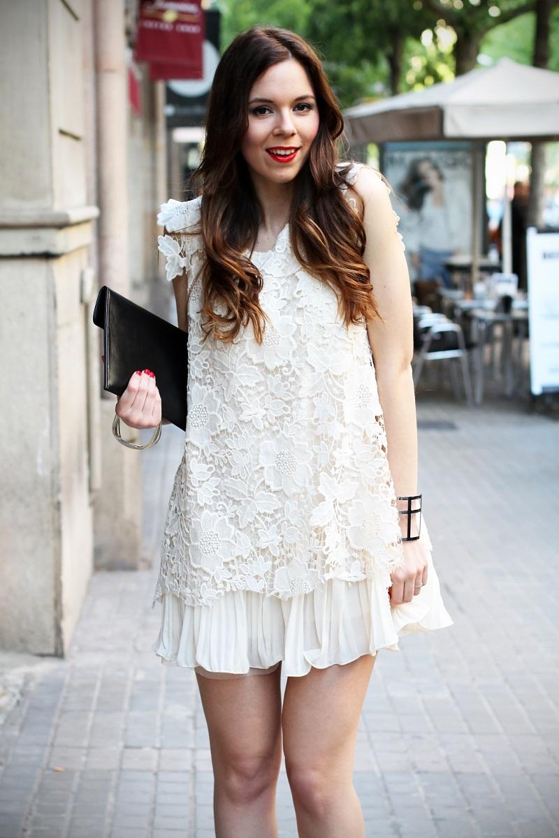 look | look romantico | vestito pizzo bianco | pizzo | vestito pizzo | outfit | outfit romantico | vestito bianco | idee looks | idee outfit | come vestirsi per una sfilata 1
