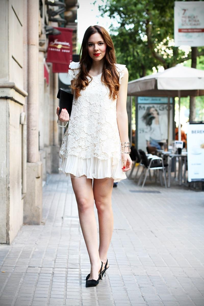 look | look romantico | vestito pizzo bianco | pizzo | vestito pizzo | outfit | outfit romantico | vestito bianco | scarpe a punta nere | decollete tipo chanel | chanel | idee looks | idee outfit | come vestirsi per una sfilata1