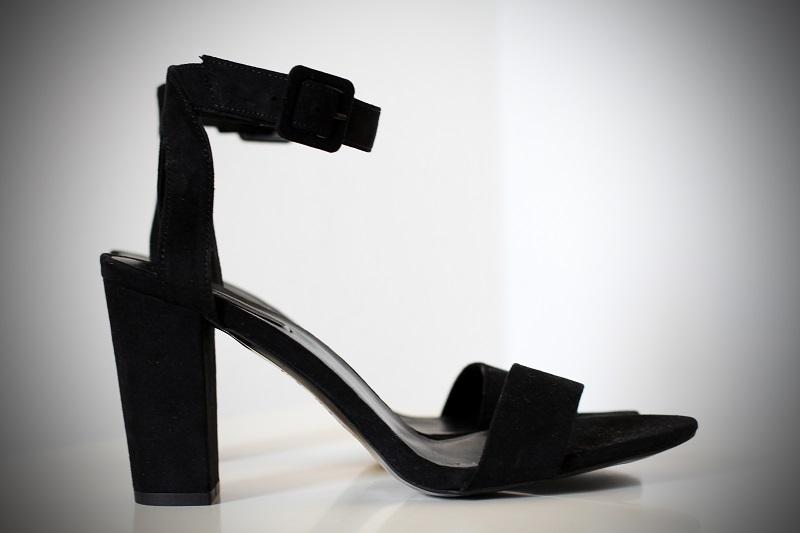 sandali neri | sandali | zara | shopping lowcost