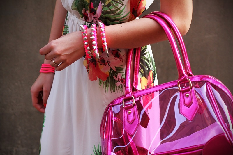 bracciale borchie | fucsia | outfit | look | bershka | bershka estate 2013 | bershka primavera 2013 | bershka collezione primavera estate 2013| vestito lungo fiori | vestito lungo floreale | borsa bershka | borsa plastica trasparente | borsa pvc trasparente | irene colzi | irene closet | opening bershka bologna | ospite opening bershka bologna (7)