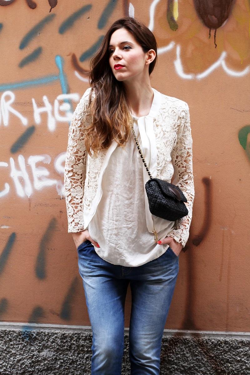 fashion look | giacca bianca| giacca pizzo | borsa moschino | borsa rafia | outfit | look | rinascimento moda | jeans boyfriend |  capelli mossi | capelli ricci | capelli luminosi | fashion blogger | irene colzi | irene's closet | graffiti | streetart | shooting moda | servizio fotografico 1