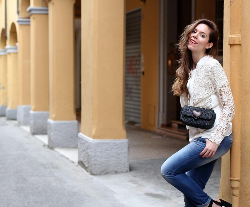 fashion look | giacca bianca| giacca pizzo | borsa moschino | borsa rafia | outfit | look | rinascimento moda | jeans boyfriend |  capelli mossi | capelli ricci | capelli luminosi | fashion blogger | irene colzi | irene's closet | shooting moda | servizio fotografico 4