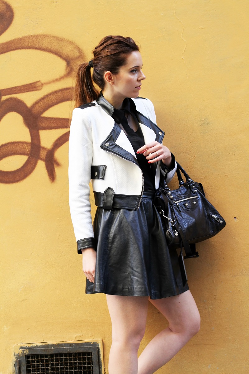 coda di cavallo | coda alta | giacca bianca | giacca bianca e nera | gonna pelle | balenciaga | borsa balenciaga | fashion blog | fashion blogger | outfit | look | streetstyle | irene colzi | irene closet