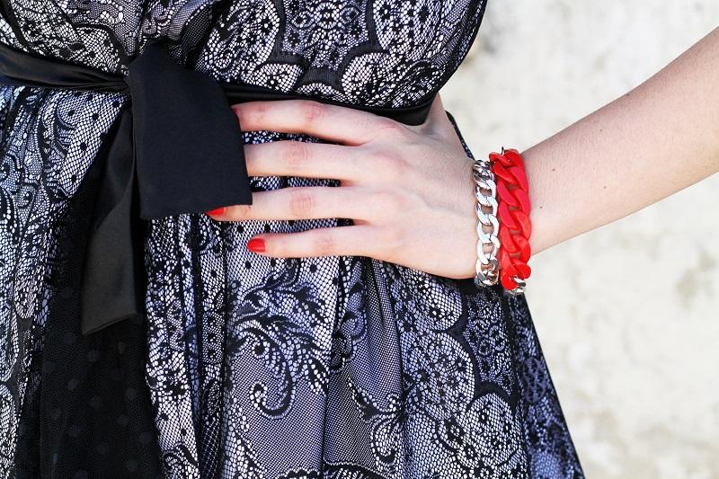 braccialetto catena | bracciale catena | braccialetto rosso | braccialetto lowcost | smalto dior | dettaglio outfit
