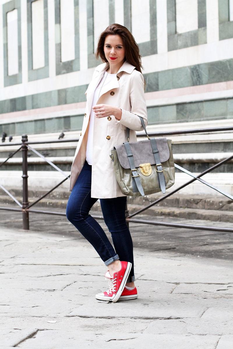 converse rosse | trench | su-shi bag | borsa su-shi | borsa grande grigia | rossetto rosso | jeans fornarina | denim | jeans | fashion | fashion blogger | moda | firenze | outfit | look | idee look | look casual 1