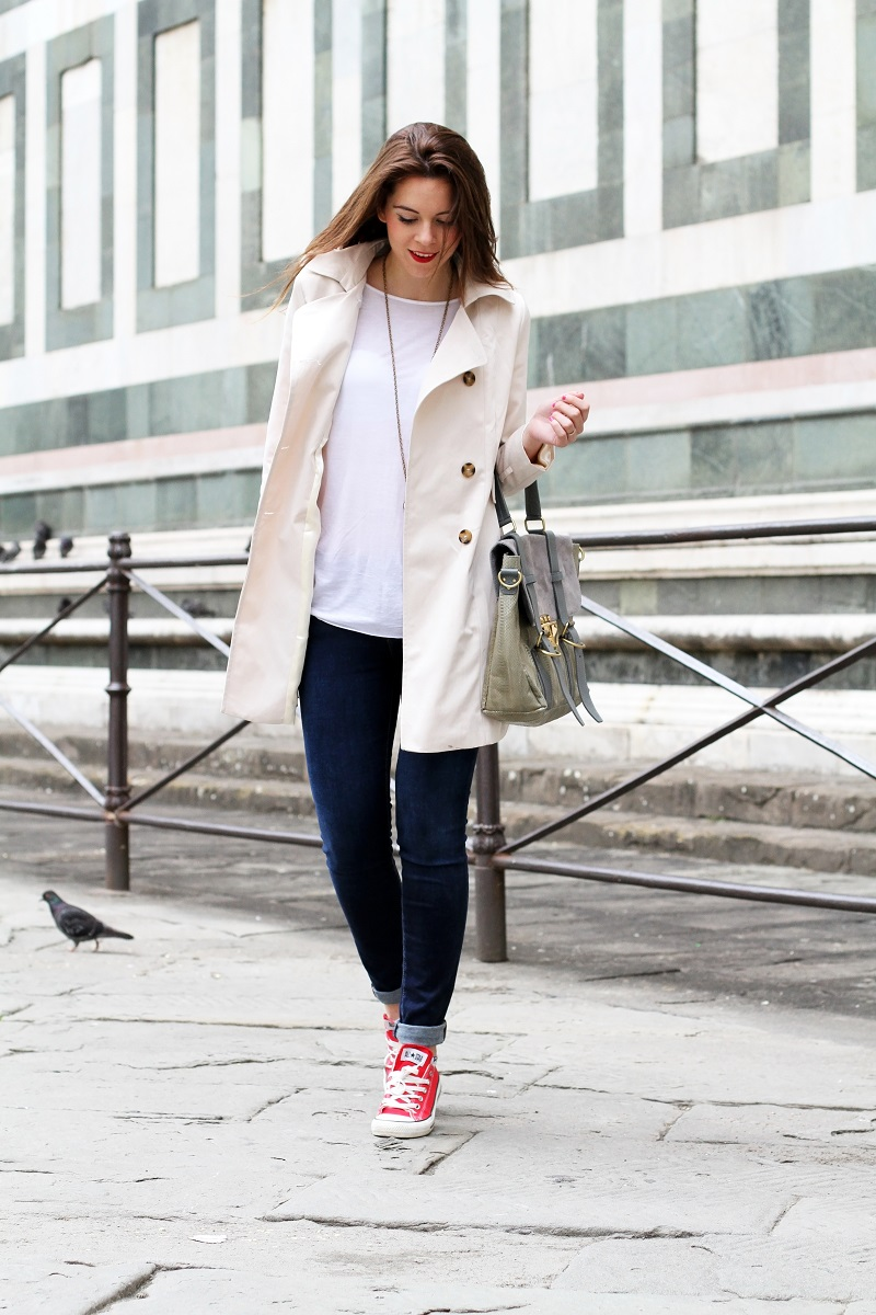converse rosse | trench | su-shi bag | borsa su-shi | borsa grande grigia | rossetto rosso | jeans fornarina | denim | jeans | fashion | fashion blogger | moda | firenze | outfit | look | idee look | look casual 3